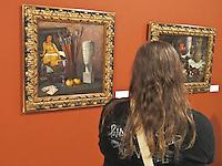 """CURITIBA, PR, 24 DE AGOSTO DE 2012 – EXPOSIÇÃO MODIGLIANI – Permanece até o dia 30 de setembro no Museu Oscar Niemeyer (MON), em Curitiba, a exposição """"Modigliani – Imagens de uma vida"""". A mostra reúne 59 peças, entre desenhos, pinturas, esculturas em bronze e documentação pessoal. Entre as obras está a """"Grande figura nua deitada"""", de 1918, que suspeita-se não ser a obra original do artista francês. (FOTO: ROBERTO DZIURA JR./BRAZIL PHOTOS PRESS)"""