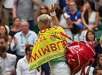 London, England, 2 July, 2016, Tennis, Wimbledon, Kiki Bertens (NED) leaves the centercourt and thanks the crowd<br /> Photo: Henk Koster/tennisimages.com