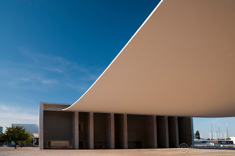 The Portuguese National Pavillion (Pavilhão de Portugal), Lisbon, Portugal, designed by Alvaro Siza Viera, sheltered the portuguese representation at Expo 98 and was designed to be the architectural centerpiece for the Expo. The roof covering the center plaza has no supports other than the two porticoes..Parque das Nações, the development originated after the Expo 98, has many examples of modern architecture, both in commercial and residential spaces. This area also features Europe's largest Oceanarium, restaurants, bars, event halls and permanent exhibit halls.  .Parque das Nações is located right next to the Tagus River (Rio Tejo) on the East of Lisbon.