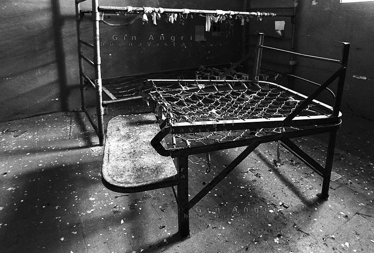 Una brandina in una cella dell'ex carcere San Donnino di Como