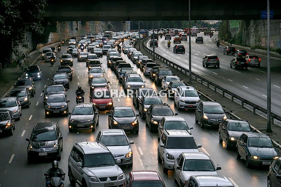 Transito de veiculos, viaduto Glicerio, Sao Paulo. 2018. Foto © Juca Martins.