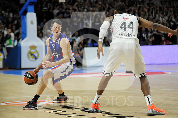 Real Madrid´s Marcus Slaughter and Anadolu Efes´s Thomas Heurtel during 2014-15 Euroleague Basketball Playoffs match between Real Madrid and Anadolu Efes at Palacio de los Deportes stadium in Madrid, Spain. April 15, 2015. (ALTERPHOTOS/Luis Fernandez)