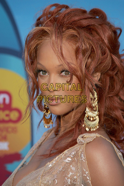 TYRA BANKS.The 2004 Teen Choice Awards held at The Universal Ampitheatre in Universal City, California .August 8, 2004.headshot, portrait, lace, floral, dangling gold earrings, jewellery.www.capitalpictures.com.sales@capitalpictures.com.Supplied By Capital Pictures
