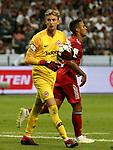 12.08.2018, Commerzbank - Arena, Frankfurt, GER, Supercup, Eintracht Frankfurt vs FC Bayern M&uuml;nchen , <br />DFL REGULATIONS PROHIBIT ANY USE OF PHOTOGRAPHS AS IMAGE SEQUENCES AND/OR QUASI-VIDEO.<br />im Bild<br />Torwart Frederik R&ouml;nnow (Frankfurt), Thiago Alc&aacute;ntara (M&uuml;nchen)<br /> <br /> Foto &copy; nordphoto / Bratic
