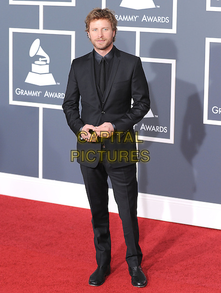DIERKS BENTLEY.Arrivals at the 52nd Annual GRAMMY Awards held at The Staples Center in Los Angeles, California, USA..January 31st, 2010.grammys full length black suit.CAP/RKE/DVS.©DVS/RockinExposures/Capital Pictures