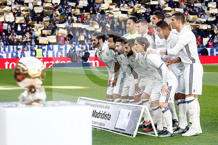 Real Madrid's team photo Keylor Navas, Toni Kroos, Raphael Varane, Carlos Henrique Casemiro, Cristiano Ronaldo, Isco Alarcon, Marcelo Vieira, Daniel Carvajal, Nacho Fernandez, Luka Modric and the golden ball during La Liga match. January 7,2016. (ALTERPHOTOS/Acero)
