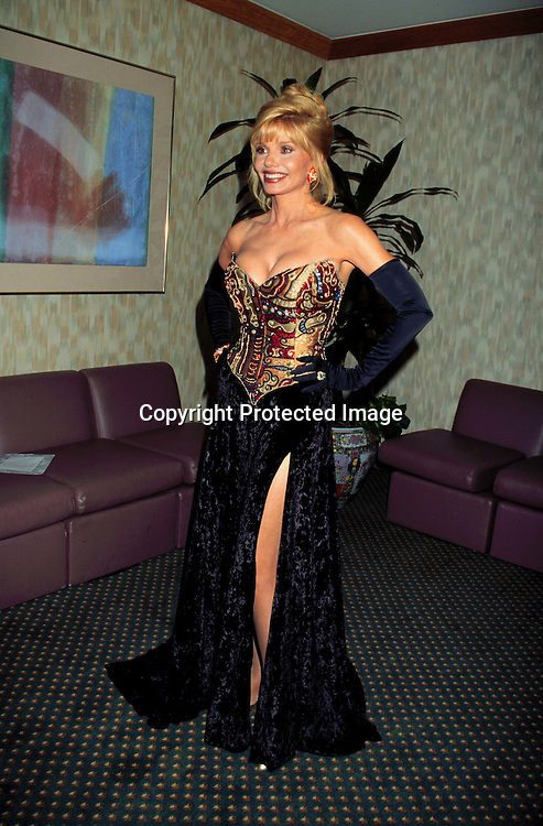 ©KATHY HUTCHINS/HUTCHINS.10/4/97 ACTORS AND OTHERS FOR ANIMALS FASHION SHOW.LONI ANDERSON