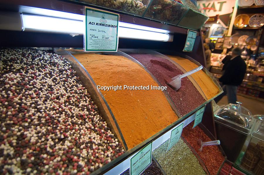 TURQUIA-ESTAMBUL.Distintas especias que se pueden encontrar en el Bazar de Las Especias o Bazar Egipcio (Misir Çsarsisi) en Estambul.foto JOAQUIN GOMEZ SASTRE©