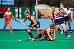 ROTTERDAM - Alyssa Manley (USA) met Maria Verschoor (Ned)  tijdens de Pro League hockeywedstrijd dames, Netherlands v USA (7-1)  ..COPYRIGHT  KOEN SUYK