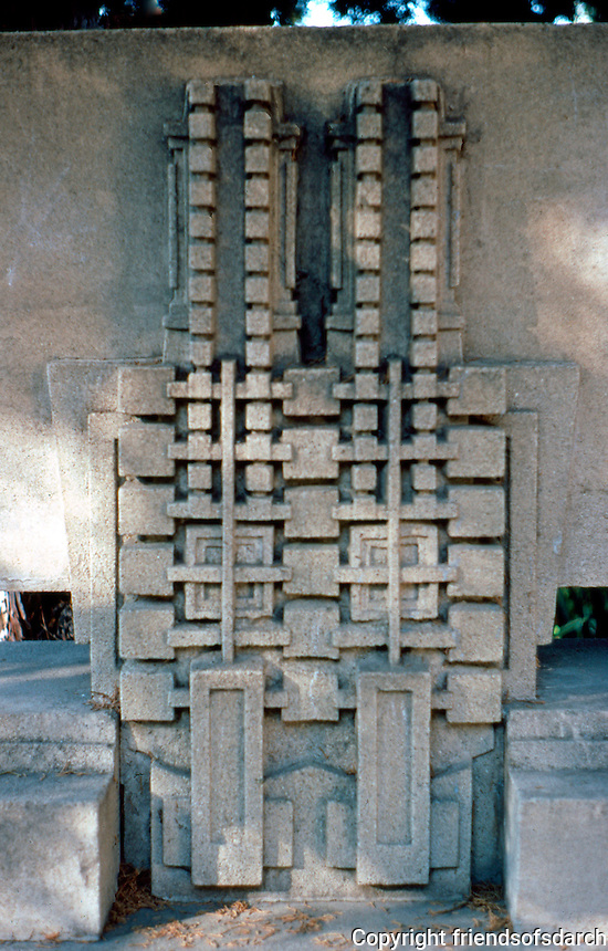 F.L. Wright: Barnsdall House. Concrete bench detail.