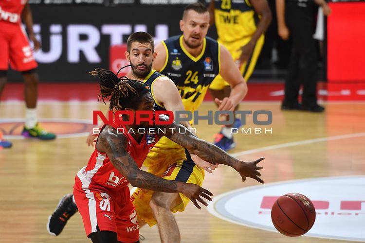 Paris LEE (BA),<br /> Braydon HOBBS (OL),<br /> Aktion,Zweikampf.<br /> <br /> Basketball 1.Bundesliga,BBL, nph0001-Finalturnier 2020.<br /> Viertelfinale am 18.06.2020.<br /> BROSE BAMBERG-EWE BASKETS OLDENBURG,<br /> Audi Dome<br /> <br /> Foto:Frank Hoermann / SVEN SIMON / /Pool/nordphoto<br /> <br /> National and international News-Agencies OUT - Editorial Use ONLY
