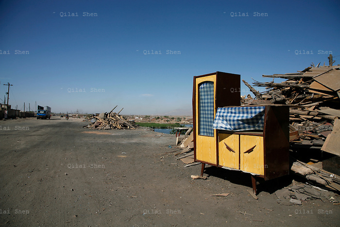 An abandoned cabinet stands on the side of a road in northern Ningxia Hui Autonomous Region on Friday, 18 May 2007.