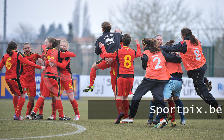 Belgie U17 - Duitsland U17 : vreugde bij de Belgische meisjes na de 0-0 en bijhorende kwalificatie.foto DAVID CATRY / Vrouwenteam.be