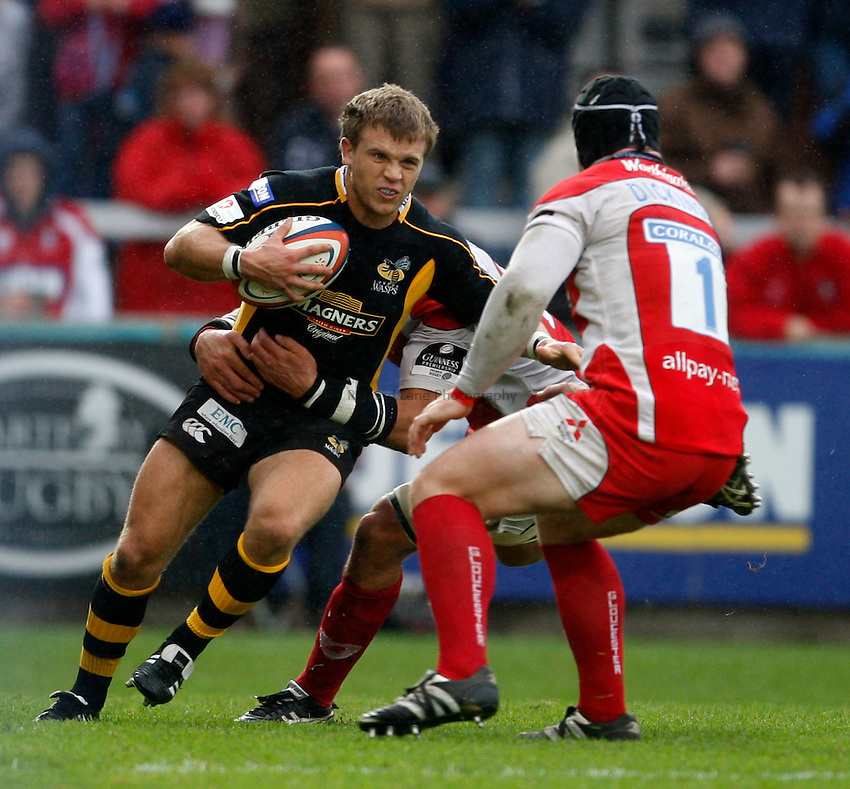 Photo: Richard Lane/Richard Lane Photography. Gloucester Rugby v London Wasps. Anglo Welsh EDF Energy Cup. 04/10/2008. Wasps' Lachlan Mitchell attacks the Gloucester defence.
