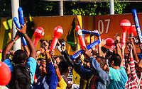 RIO DE JANEIRO, RJ, 15 DE JUNHO DE 2013 -CONCENTRA RIO-COPA DAS CONFEDERA&Ccedil;&Otilde;ES-RJ-  Torcedores participam do Concentra Rio, um ponto de encontro para que a torcida acompanhe os jogos da Copa das Confedera&ccedil;&otilde;es. A iniciativa ser&aacute; implementada no Terreir&atilde;o do Samba, tradicional espa&ccedil;o carioca, e contar&aacute; com atra&ccedil;&otilde;es que v&atilde;o al&eacute;m das partidas do campeonato da Fifa.O espa&ccedil;o funcionar&aacute; entre 15 e 30 de junho e contar&aacute; com um tel&atilde;o de LED com 60 m&sup2;, com a transmiss&atilde;o de imagens em alta defini&ccedil;&atilde;o, que ser&aacute; instalado em um palco de 200 m&sup2;. Al&eacute;m dos jogos, o palco no Terreir&atilde;o do Samba receber&aacute; uma s&eacute;rie de shows, entre eles, os de Tiago Abravanel, Revela&ccedil;&atilde;o, Arlindo Cruz e Neguinho da Beija-Flor., no centro do Rio de Janeiro.<br /> FOTO:MARCELO FONSECA/BRAZIL PHOTO PRESS