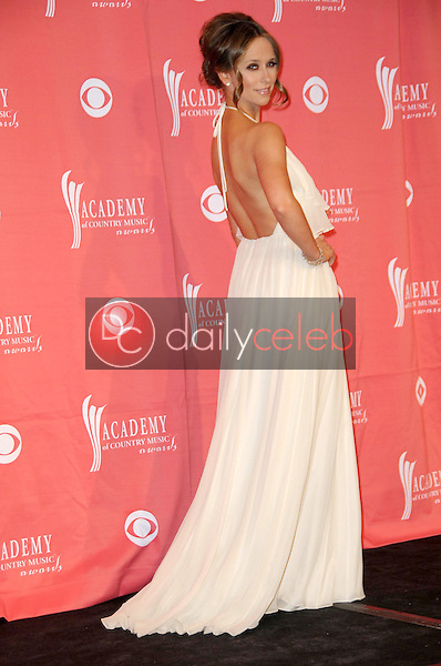 Jennifer Love Hewitt<br />in the press room at the 44th Annual Academy of Country Music Awards. MGM Grand Garden Arena, Las Vegas, NV. 04-05-09<br />Dave Edwards/DailyCeleb.com 818-249-4998
