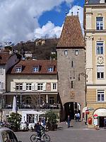 Bozner Tor 15. Jh. in Meran-Merano, Bozen &ndash; S&uuml;dtirol, Italien<br /> Bozen Gate, 15. c., Meran-Merano, province Bozen-South Tyrol, Italy