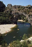 Europe/France/Rhone-Alpes/07/Ardéche /Gorges de l'Ardéche/ Vallon-Pont-d'Arc: Le Pont d'Arc