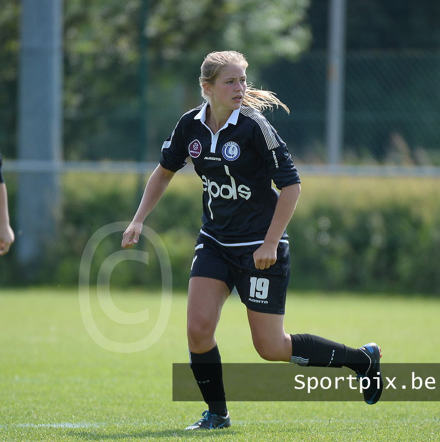 20150801 - WESTKAPELLE , BELGIUM : Gent's Justine De Smet pictured during a friendly soccer match with the women team of AA Gent Ladies , during the preparation for the 2015-2016 SUPERLEAGUE season, Saturday 1 August 2015 . PHOTO DAVID CATRY