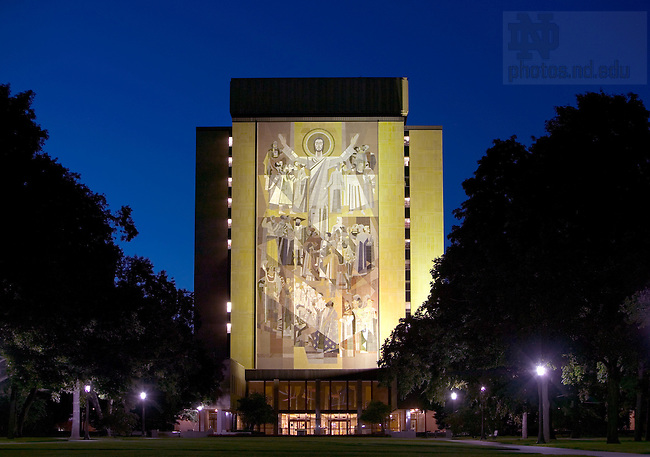 Touchdown Jesus mural on Hesburgh Library..Photo by Matt Cashore..All rights reserved.  No usage without proper authorization and/or compensation...To contact Matt Cashore:.cashore1@michiana.org.574-220-7288.574-233-6124.www.mattcashore.com..