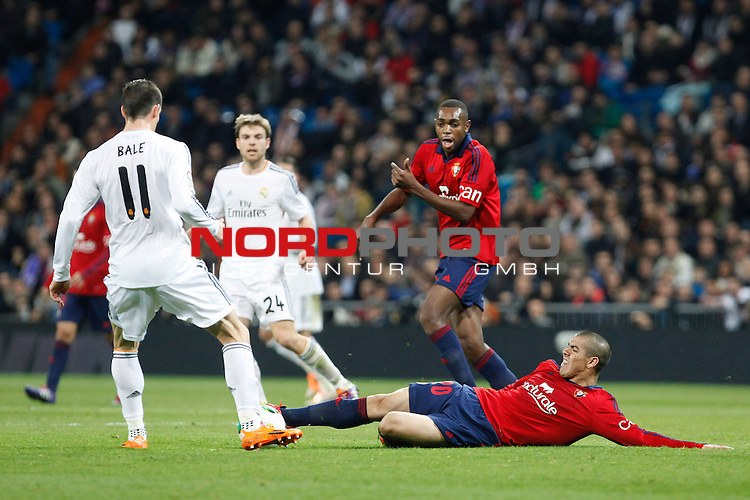 Real Madrid¬¥s Bale (L) and Osasuna¬¥s Silva (F) during King¬¥s Cup match in Santiago Bernabeu stadium in Madrid, Spain. January 09, 2014. Foto © nph / Victor Blanco)