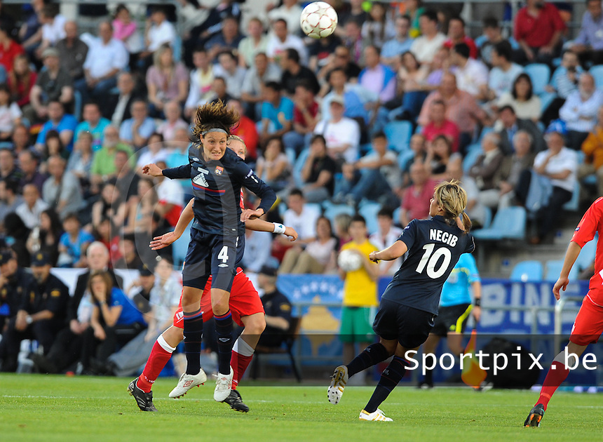 Uefa Women 's Champions League Final 2010 at  Coliseum Alfonso Perez in Getafe , Madrid : Olympique Lyon - Turbine Potsdam : Ingvild Stensland met de kopbal.foto DAVID CATRY / Vrouwenteam.be