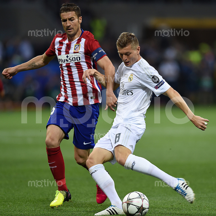 FUSSBALL  CHAMPIONS LEAGUE  FINALE  SAISON 2015/2016   Real Madrid - Atletico Madrid                   28.05.2016 Gabi (li, Atletico Madrid) gegen Toni Kroos (re, Real Madrid)