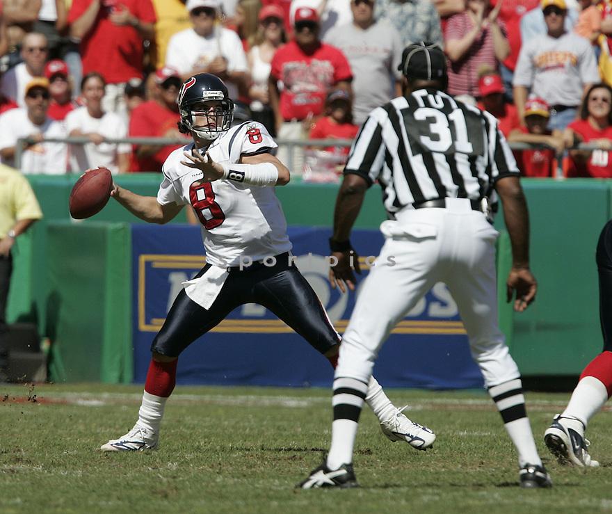 David Carr during the Houston Texans. v. Kansas City Chiefs game September 26, 2004...Dilip Vishwanat / SportPics