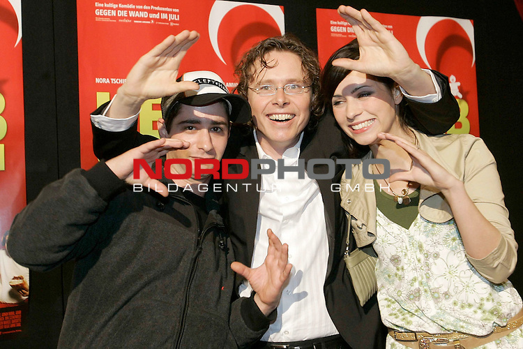 Deutschlandpremiere &quot;Kebab Connection&quot; im UCI-Kino Ottmarschen Hamburg Kinostart 21.April<br /> <br /> Denis Moschitto, Anno Saul, Nora Tschirner<br /> <br /> Foto &copy; nordphoto / Anja Heinemann<br /> <br />  *** Local Caption *** Foto ist honorarpflichtig! zzgl. gesetzl. MwSt.<br />  Belegexemplar erforderlich<br /> Adresse: nordphoto<br /> Georg-Reinke-Strasse 1<br /> 49377 Vechta