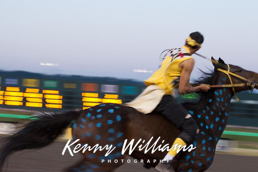 Chaz Racine Riding Blue Painted Brown Horse, Team Carson, Battle of Horse Nation, Indian Horse Relay Racing, Emerald Downs, Auburn, Washington, WA, America, USA.