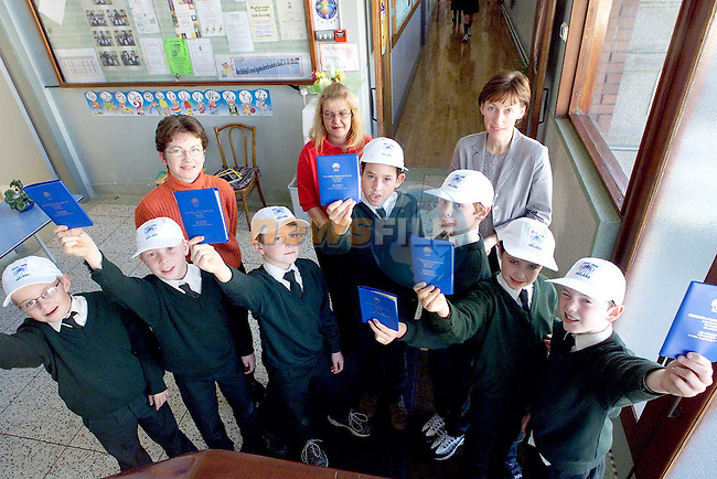 Pupils from 4th class Scoil Aonghusa who are starting to save in the Credit Union for an exchange trip to Wales. Pictured are students Conor O Baoil, Anton O Conallain, Damian O Morain, Ruari O Bearain, Risteard O Conchubhair, Diarmuid O Branagain, Gearoid O Tomhnair, Aine Ni Chuilleagain, organiser, Carol O'Brien (Drogheda Credit Union) and Mairead Nic An Riogh, principal..Picture: Paul Mohan/Newsfile