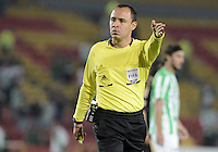 BOGOTÁ -COLOMBIA-01-11-2014. Luis Sanchez, arbitro, señala una falta durante el encuentro entre Fortaleza FC y Atlético Nacional por la fecha 17 de la Liga Postobón II 2014 jugado en el estadio Nemesio Camacho El Campín en Bogotá./ Luis Sanchez, referee, signs a fault during the match between Fortaleza FC and Atletico Nacional for the 17th date of Postobon League II 2014 played at Nemesio Camacho El Campin stadium in Bogota. Photo: VizzorImage / Gabriel Aponte / Staff