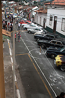 SANTANA DE PARNAIBA – SP- 29 DE JUNHO DE 2014 –13 ENCONTRO DE ANTIGO MOBILISMO – Neste domingo (29), centenas de pessoas visitaram as ruas do centro histórico no município de Santana de Parnaiba para ver a exposição de carros antigos, pessoas de todas as idades e apaixonados por carros estiveram presentes. Foto: Denis Oliveira / Brazil Photo Press.