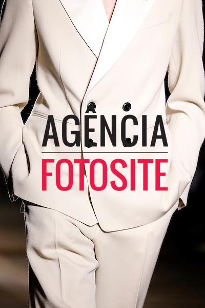 Dries van Noten<br /> <br /> Paris Masculino- Inverno 2015<br /> <br /> <br /> foto: FOTOSITE