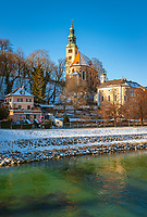 Oesterreich, Salzburger Land, Winter in Salzburg: Blick ueber die Salzach zur Muellner Pfarrkirche | Austria, Salzburger Land, Winter in Salzburg: view across river Salzach towards Muellner Parish Church