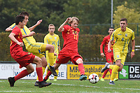 20190927 - WOLVERTEM , BELGIUM : Belgian Liam De Smet (17 between Ukraine's Yehor Yarmoliuk (R) and Denys Pochapskyi (L) pictured during the friendly  soccer match between  under 16 teams of  Belgium and Ukraine , in Wolvertem , Belgium . Thursday 26 th September 2019 . PHOTO SPORTPIX.BE / DIRK VUYLSTEKE