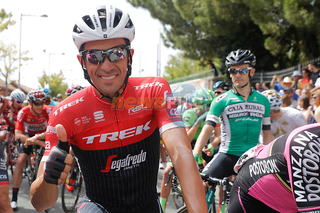 Thumbs up from Alberto Contador (ESP) Trek-Segafredo before the start of Stage 8 of the 2017 La Vuelta, running 199.5km from Hell&iacute;n to Xorret de Cat&iacute;. Costa Blanca Interior, Spain. 26th August 2017.<br /> Picture: Unipublic/&copy;photogomezsport | Cyclefile<br /> <br /> <br /> All photos usage must carry mandatory copyright credit (&copy; Cyclefile | Unipublic/&copy;photogomezsport)