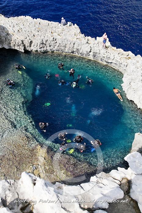 Blue Hole und Taucher, Blue Hole and scuba diver, Gozo, Malta, Sued Europa, Mittelmeer, Mare Mediterraneum, Sotuh Europe, Mediterranean Sea