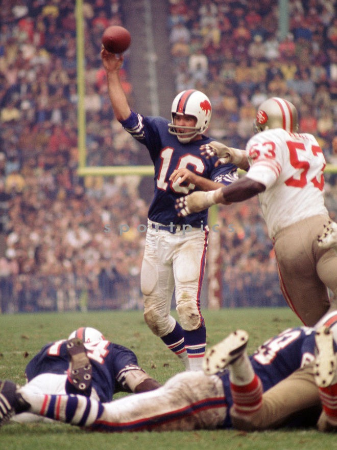 Buffalo Bills Dennis Shaw (12) during a game from his 1972 season with the Buffalo Bills. Dennis Shaw played 6 season with 2 different teams.(SportPics)