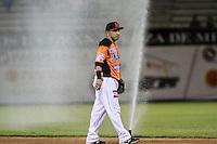 Carlos Gastelum junto a uno de los aspersores que se activo solo y suspendió temporalmente  el juego  de beisbol de Naranjeros vs Cañeros durante la primera serie de la Liga Mexicana del Pacifico.<br /> 15 octubre 2013