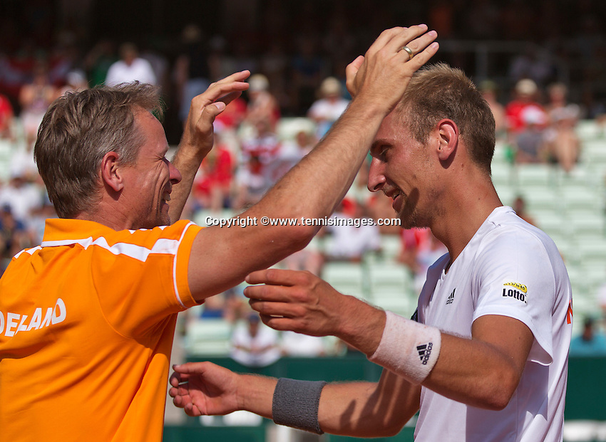 Austria, Kitzbühel, Juli 17, 2015, Tennis, Davis Cup, First round match between Dominic Thiem (AUT) vs Thiemo de Bakker (NED)  pictured: Thiemo de Bakker celebrates his win and als into the arms of captain Jan Siemerink (L)<br /> Photo: Tennisimages/Henk Koster
