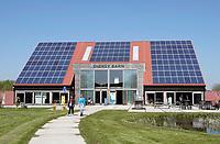 Nederland Groningen - 2019. Zernike Campus. De Energy Barn. De muren van de EnergyBarn zijn gemaakt van stro. Het is een lokaal en duurzaam pand. De stromuren en de high-tech apparatuur die gebruikt werden bij de bouw, zorgen voor de duurzaamheid. De EnergyBarn werd in opdracht van energieproeftuin EnTranCe gebouwd. Bouwen met stro heeft diverse voordelen zoals: een hoge energiewaarden, een lage carbon footprint en het is cradle to cradle te bouwen. Deze manier van bouwen is de ultieme vorm van duurzaam ondernemen. Foto Berlinda van Dam / Hollandse Hoogte