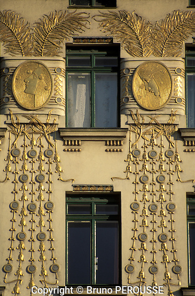 Europe; Autriche; Vienne; rue Wienzeile; maison Jugendstil (art nouveau) d'Otto Wagner décorée par Kolo Moser//Europe; Austria; Vienna; Wienzeile street; Jugendstil (art nouveau) house by Otto Wagner with ornaments by Kolo Moser