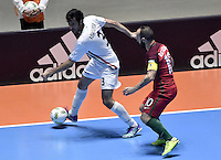 CALI -COLOMBIA-01-10-2016: Ahmad Esmaeilpour (Izq) jugador de Irán disputa el balón con Ricardinho (Der) jugador de Argentina durante partido por la final de la Copa Mundial de Futsal de la FIFA Colombia 2016 jugado en el Coliseo del Pueblo en Cali, Colombia. /  Ahmad Esmaeilpour (L) player of Argentina fights the ball with Ricardinho (R) player of Portugal during match of semifinal of the FIFA Futsal World Cup Colombia 2016 played at Metropolitan Coliseo del Pueblo in Cali, Colombia. Photo: VizzorImage/ Gabriel Aponte / Staff
