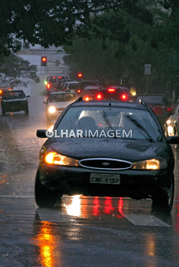 Dia chuvoso em São Paulo. 2008. Foto de Juca Martins.