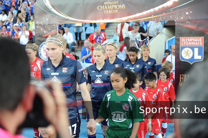 Uefa Women 's Champions League Final 2010 at  Coliseum Alfonso Perez in Getafe , Madrid : Olympique Lyon - Turbine Potsdam : Lara Dickenmann (middle).foto DAVID CATRY / Vrouwenteam.be