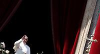 """Papa Francesco saluta i fedeli prima di pronunciare il messaggio """"Urbi et Orbi"""" (alla città e al mondo) dalla loggia centrale della Basilica di San Pietro. Città del Vaticano, 16 aprile 2017. <br /> Pope Francis waves before delivering his """"Urbi et Orbi"""" (to the city and the world) message from the central loggia overlooking St. Peter's Square at the Vatican, on April 16 2017.<br /> UPDATE IMAGES PRESS/Isabella Bonotto<br /> <br /> STRICTLY ONLY FOR EDITORIAL USE"""