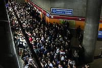 SÃO PAULO, SP, 19.05.2015 - METRO-SP  - Movimentação da estação Sé do Metrô sentido Corinthians-Itaquera, na região central da cidade de São Paulo nesta terça-feira, 19. (Foto: Marcos Moraes / Brazil Photo Press)