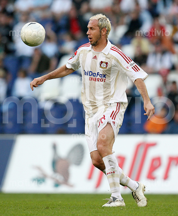 FUSSBALL  1. BUNDESLIGA  SAISON 2007/2008 Sergej BARBAREZ (Bayer 04 Leverkusen), Einzelaktion am Ball