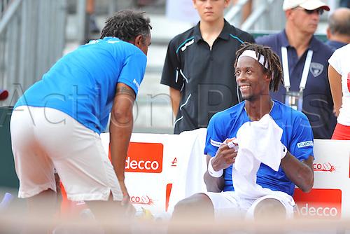 04.03.2016. Vélodrome Amédée Detraux, Guadeloupe, France. Davis Cup 1st round. France versus Canada.  Gael Monfils (Fra) speaks with Yannick Noah